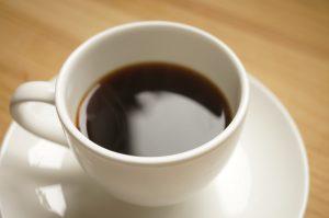 コーヒーや紅茶を入れた時の気泡を簡単に消す方法
