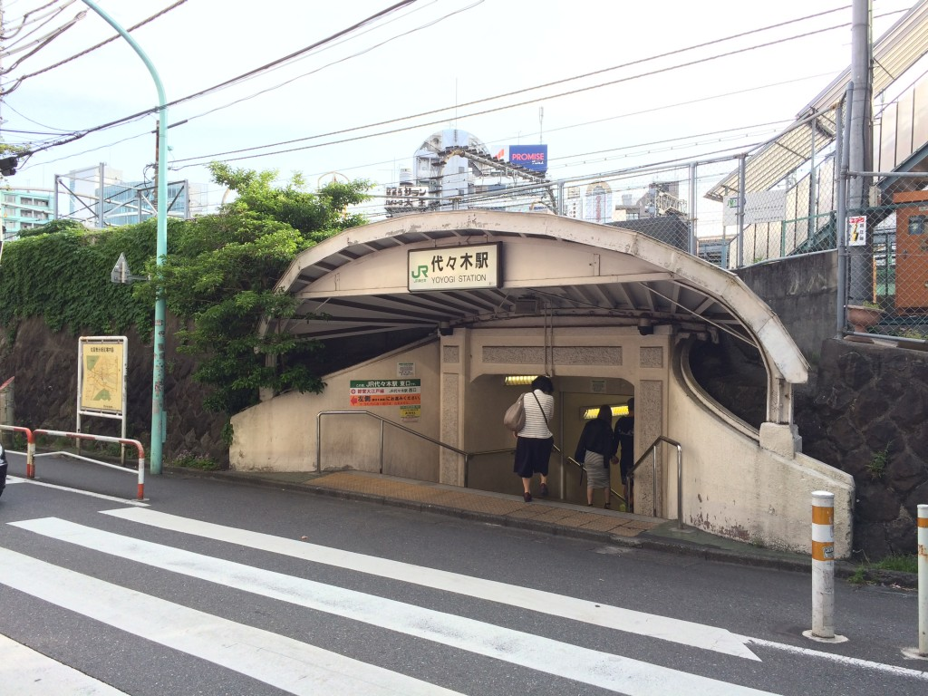 JR代々木駅東口