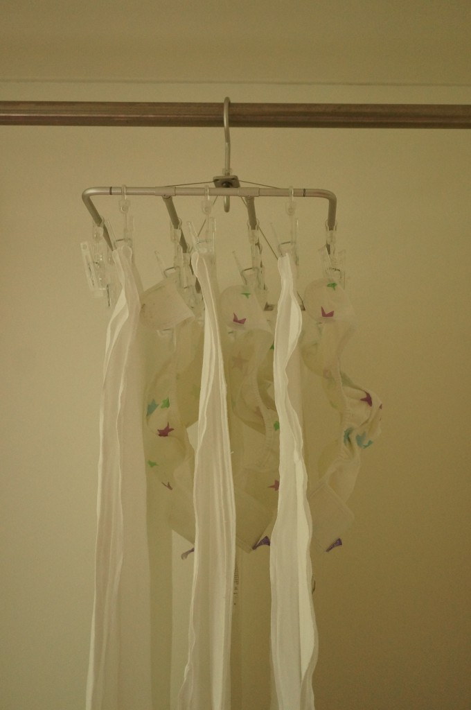 洗濯物の干し方のコツ1-洗濯物同士の隙間を、できるだけ広くする。
