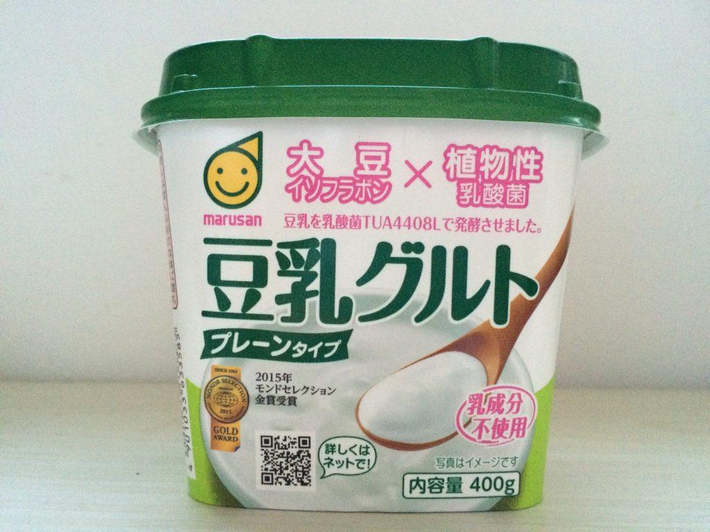 マルサンアイの豆乳グルト。プレーンタイプ。最初はなんだこれ!って思ったけれど、慣れてきたらこういうものとして美味しく感じられるように。nicoは今でもダメだけど。