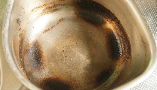 鍋を焦がしたときは、すぐに〇〇を入れて煮る!