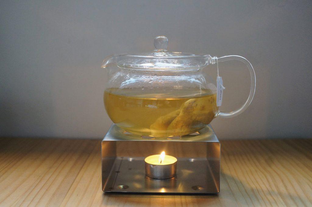 ティーポットウォーマー、キャンドルで保温して紅茶を美味しく飲む