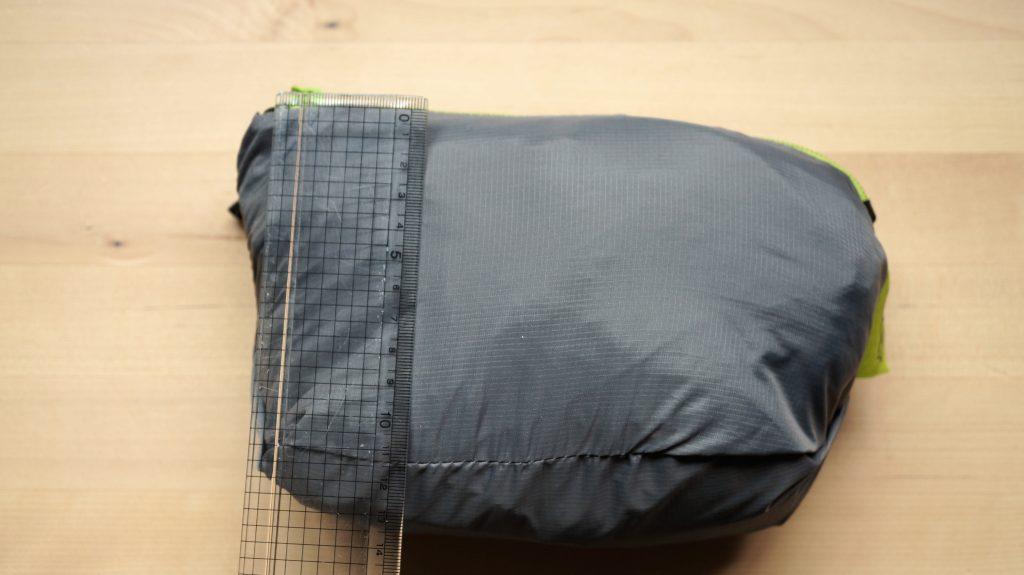 ボバエアー(Boba Air)の収納バッグの大きさは、おむつバッグと同じくらいの大きさ