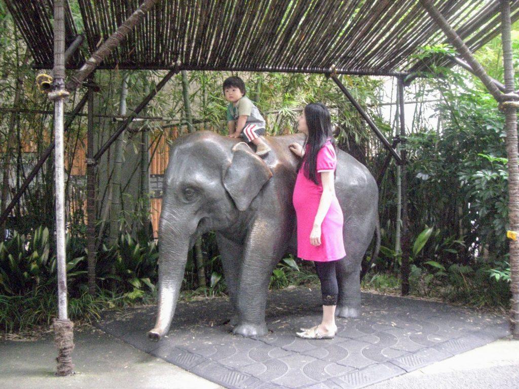 上野動物園のゾウの像